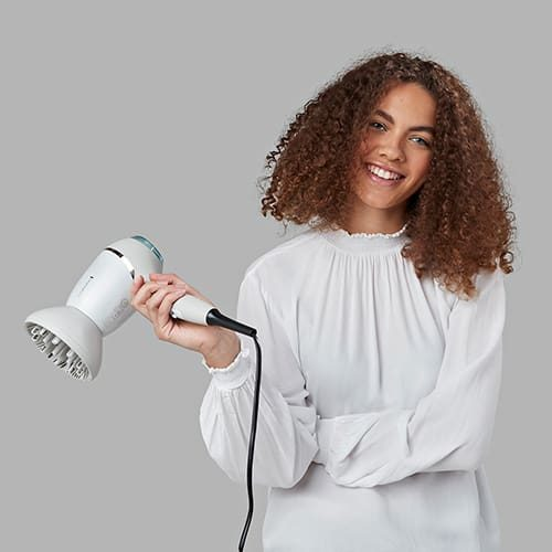 AW20-EC9001-Hydraluxe-Pro-Hairdryer-Lifestyle-In-Hand3