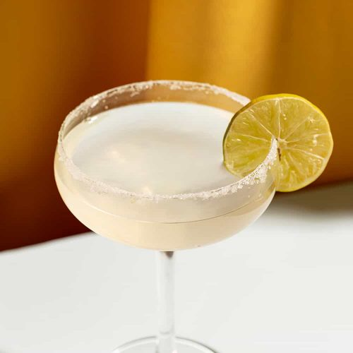cocktail-with-lime