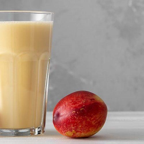 fresh-protein-shake-with-nectarine-peach