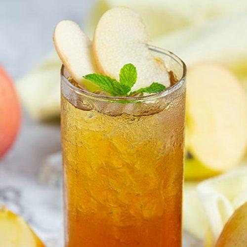 iced-apple-tea-drink-with-fresh-apples