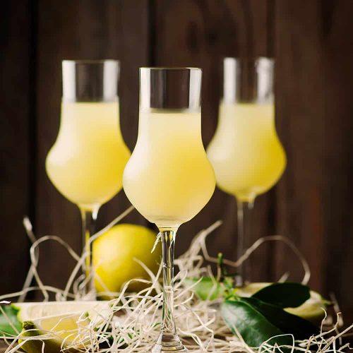 liqueur-with-lemons